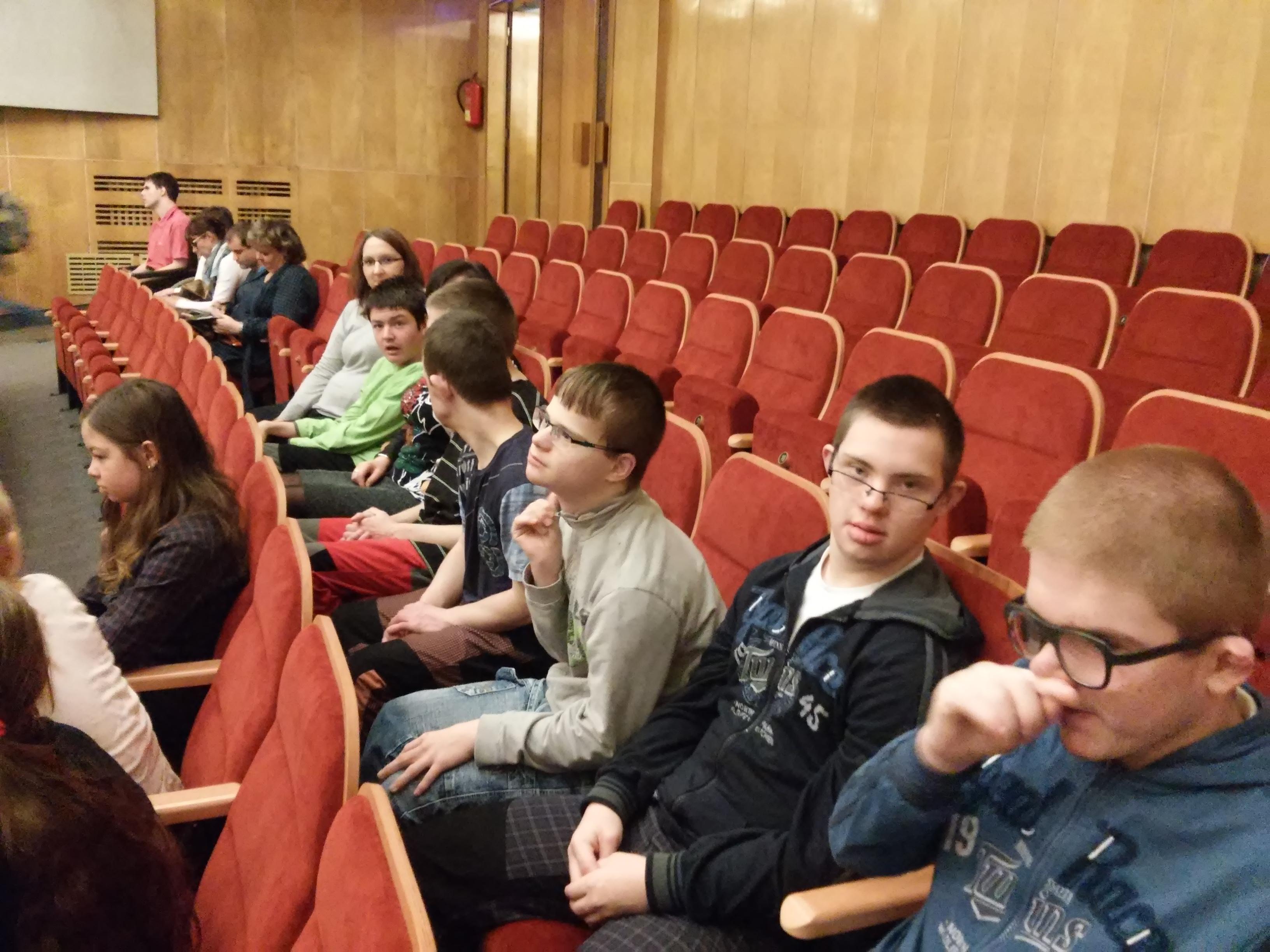 V.třída v divadle