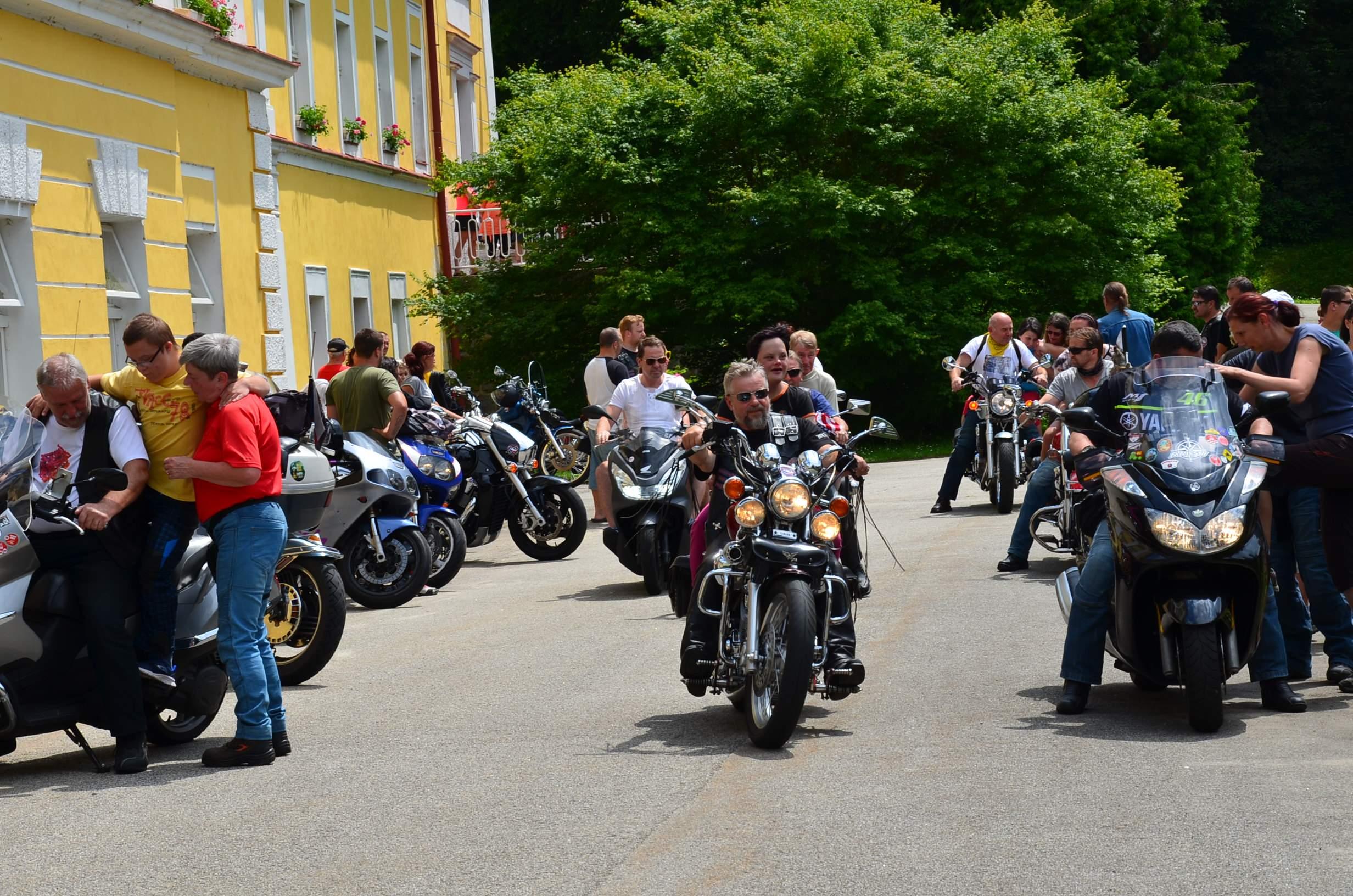 Zábavné odpoledne s motorkáři